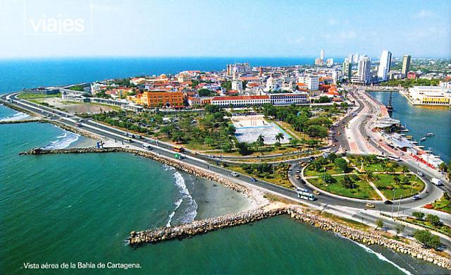 Las autopistas rodean la ciudad y la separan del mar